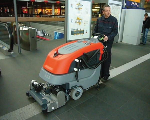 Scrubmaster-B90-B90-CL-Floor-Scrubber-5.jpg