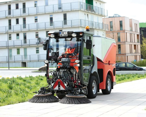Citymaster-1600-Outdoor-Footpath-and-Street-Sweeper-3.jpg