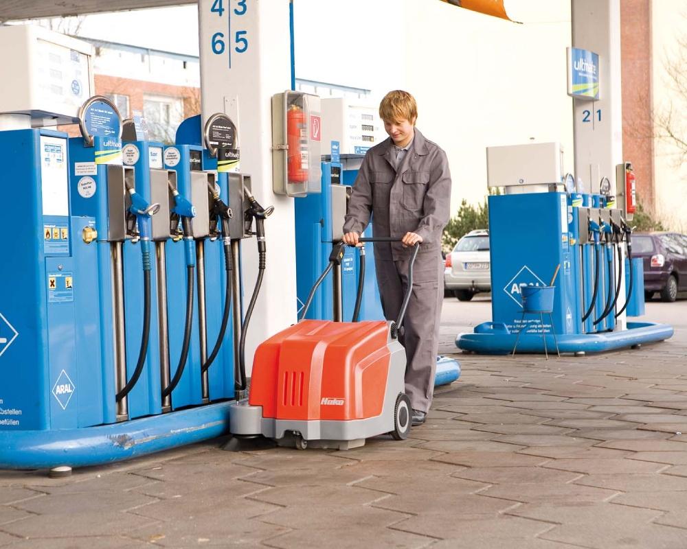 Sweepmaster-B500-Battery-Floor-Sweeper-4.jpg