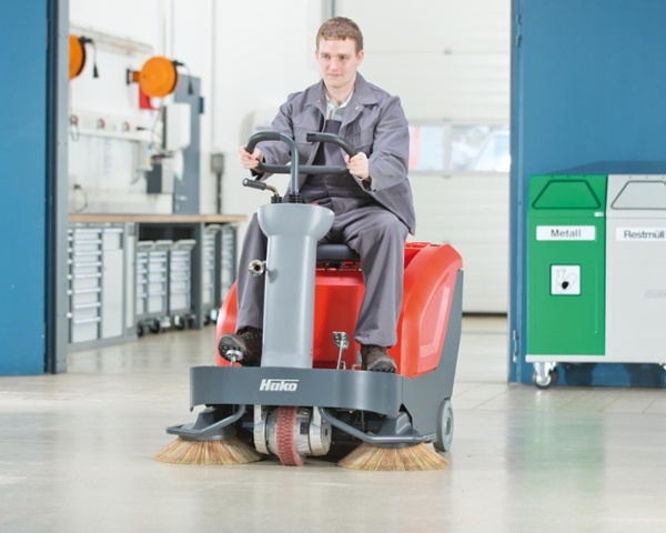 Sweepmaster-B800-R-Industrial-Floor-Sweeper-4.jpg