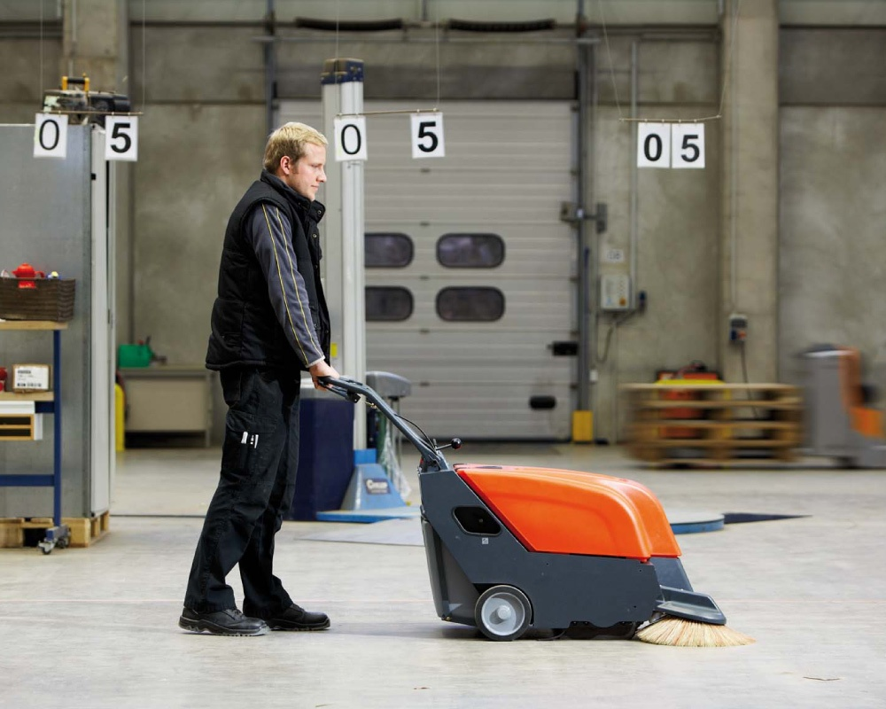 Sweepmaster-B-P650-Battery-or-Petrol-Floor-Sweeper-4.jpg