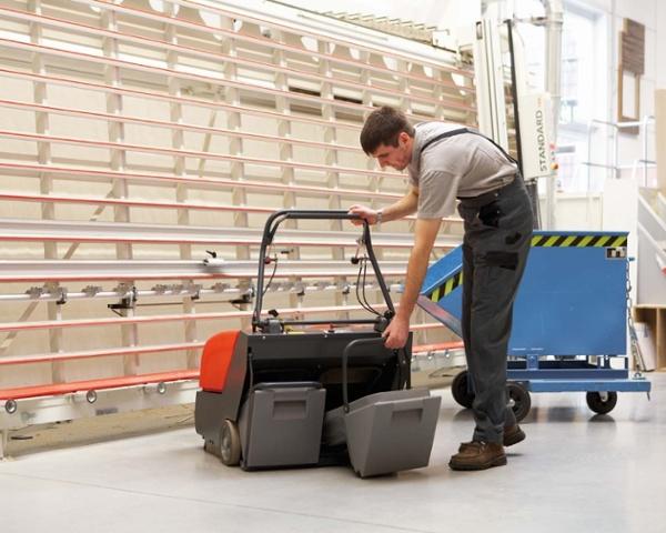 Sweepmaster-B-P800-Battery-or-Petrol-Floor-Sweeper-2.jpg