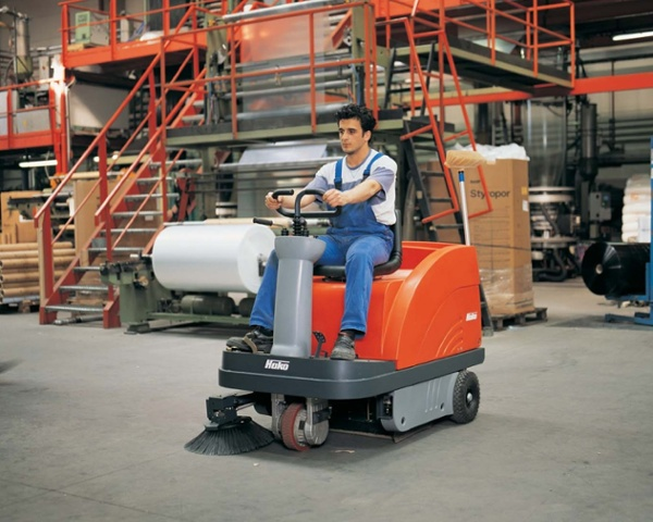 Sweepmaster-B-P900-R-Industrial-Floor-Sweeper-3.jpg