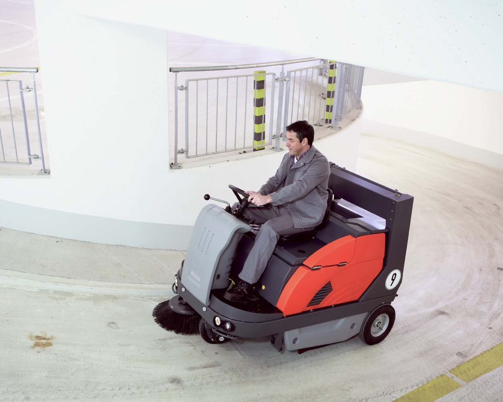 Sweepmaster-B-P-D-1200-RH-Industrial-Floor-Sweeper-3.jpg