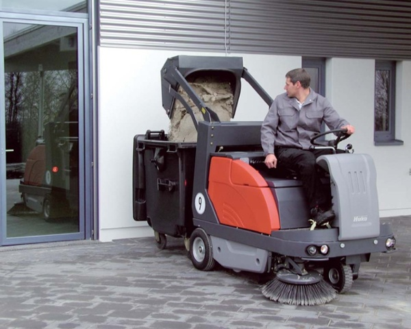 Sweepmaster-B-P-D-1200-RH-Industrial-Floor-Sweeper-4.jpg