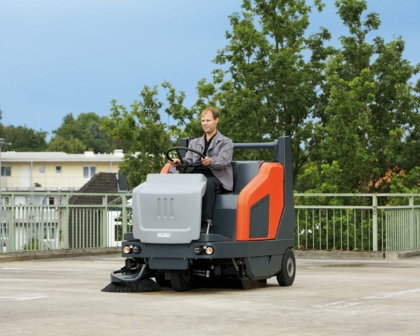 Sweepmaster-B-P-D1500-RH-Industrial-Floor-Sweeper-2.jpg